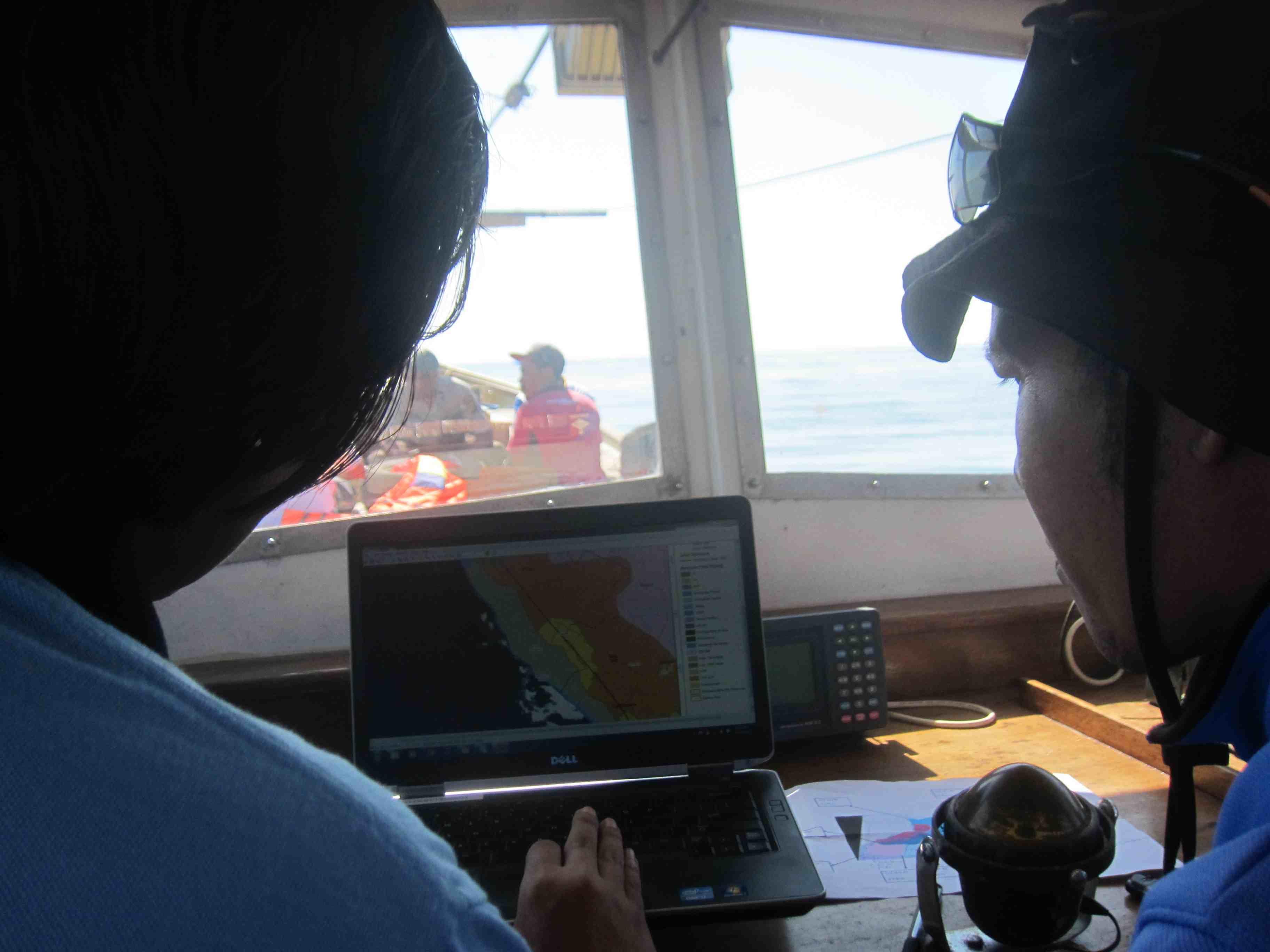 Pengecekan peta wilayah perairan barat Jembrana untuk menentukan titik lokasi KKP
